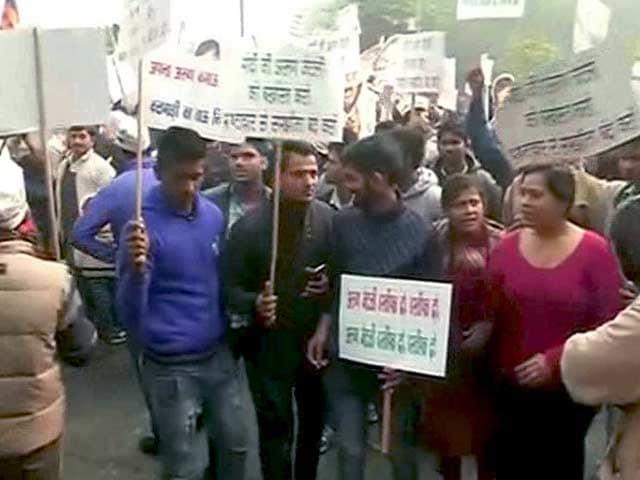Videos : DDCA: अरुण जेटली के घर के बाहर 'आप' का प्रदर्शन