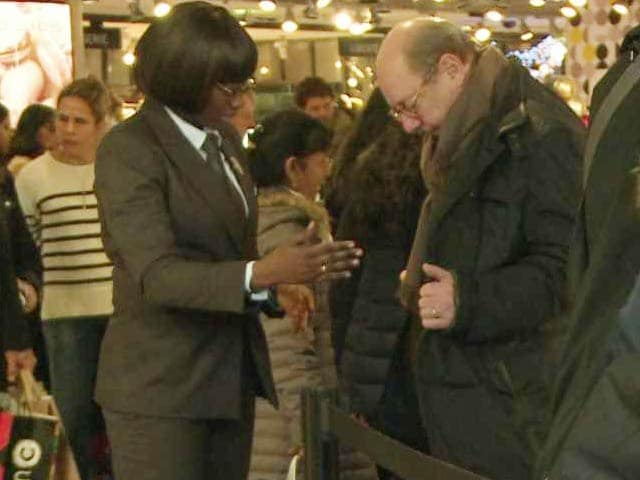 Video : Increased Security for Last-Minute Christmas Shoppers in Paris