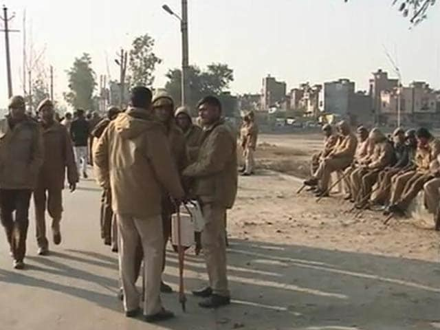 Video : Boy, 3, Run Over By Bus In Delhi, Protesters Clash With Police