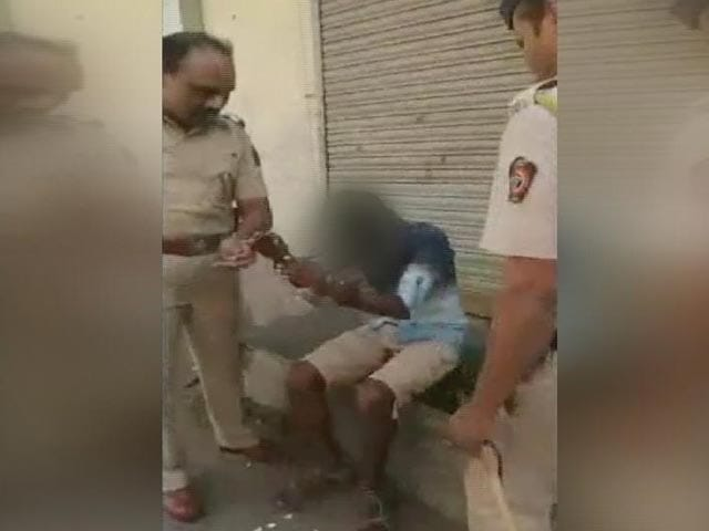 Video : Caught On Camera: Cops Thrash Boy, Abuse Girl In Alleged Moral Policing