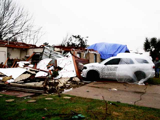 Video : Tornadoes Kill 11 as Wild Weather Lashes US
