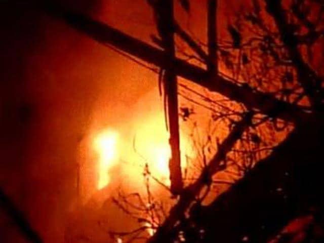Videos : मुंबई के परेल में लगी भीषण आग