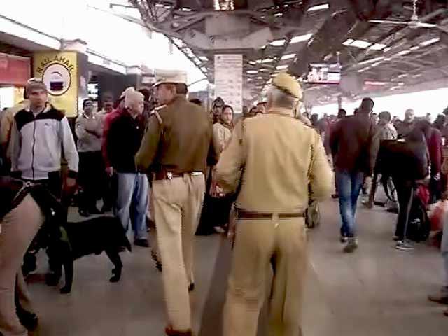 Video : शताब्दी एक्सप्रेस में बम होने की सूचना, ट्रेन की तलाशी ली गई