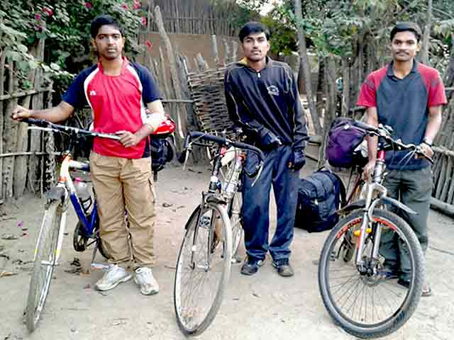 Videos : छत्तीसगढ़ : बासागुड़ा में तीन छात्रों को नक्सलियों ने किया अगवा