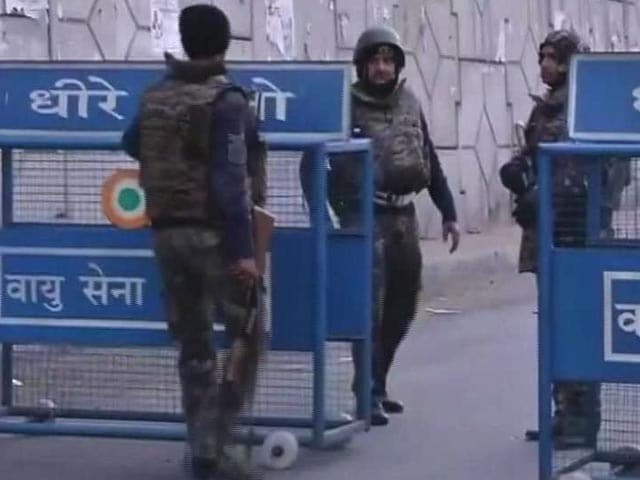 Video : As Pathankot Operation Continues, PM Modi Meets NSA, Officials