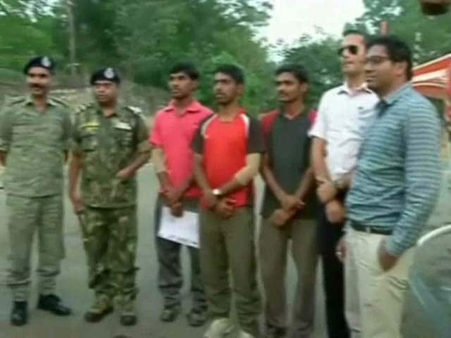 Video : 3 Kidnapped Pune Students Released By Naxals in Chhattisgarh