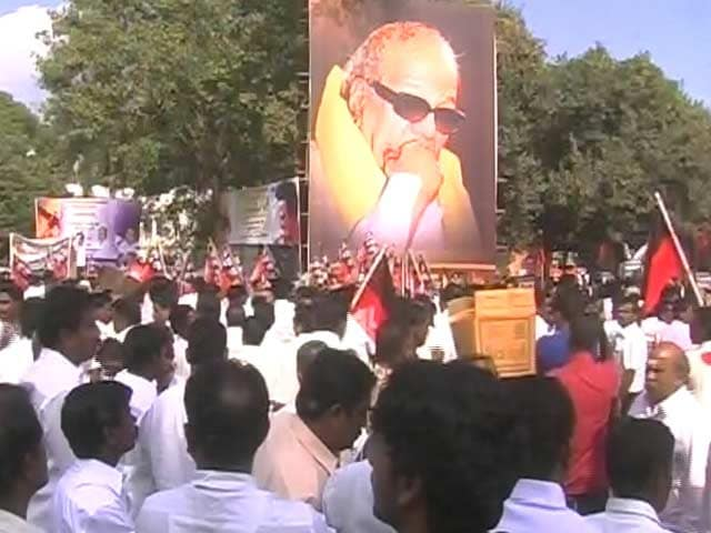 Video : DMK Takes On Jayalalithaa Over Chennai Floods