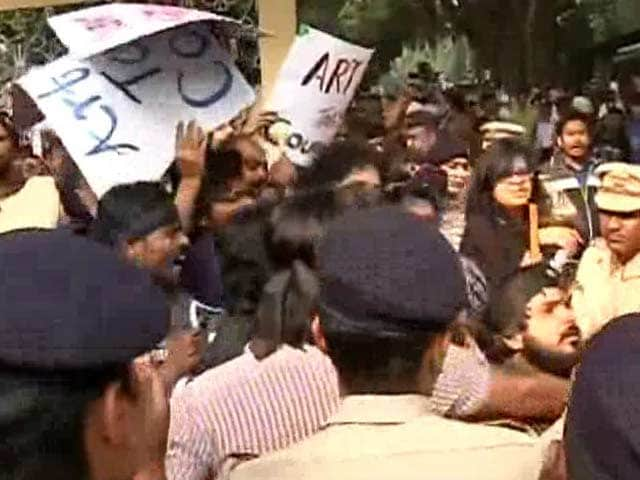 Video : Amid 'Go Back' Slogans, Gajendra Chauhan Spends Day At Film School FTII