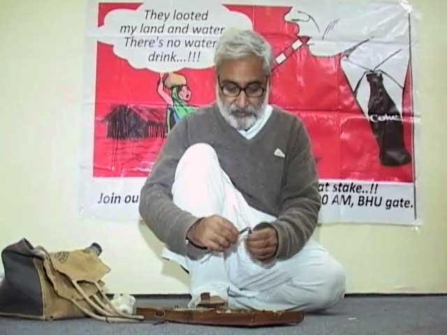 Videos : आईआईटी बीएचयू के गेस्ट लेक्चरर संदीप पांडे को हटाया गया