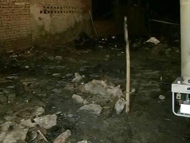 Video : दिल्ली : उस्मानपुर में झुग्गियों में आग लगी, एक ही परिवार के 3 बच्चों की मौत