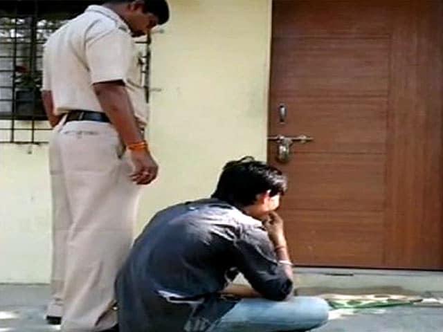 Videos : सोने की चेन निकलवाने के लिए चोर को खिलाए 48 केले