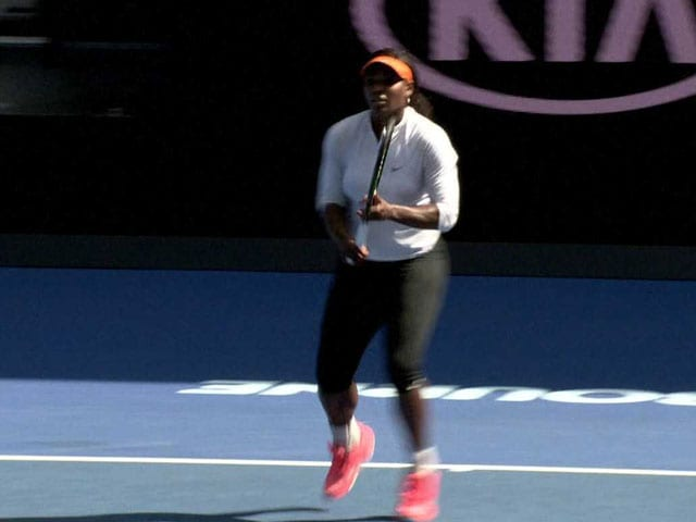 Video : Serena Williams Practices Ahead of Australia Open