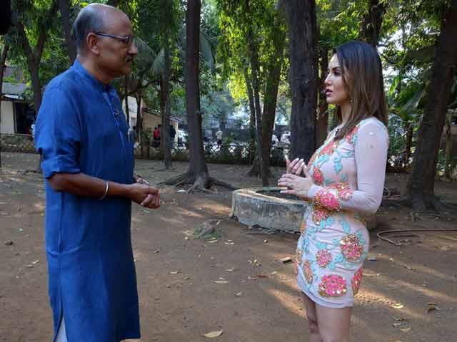 Videos : चलते-चलते : आखिर करनजीत कौर कैसे बनी सनी लियोनी?