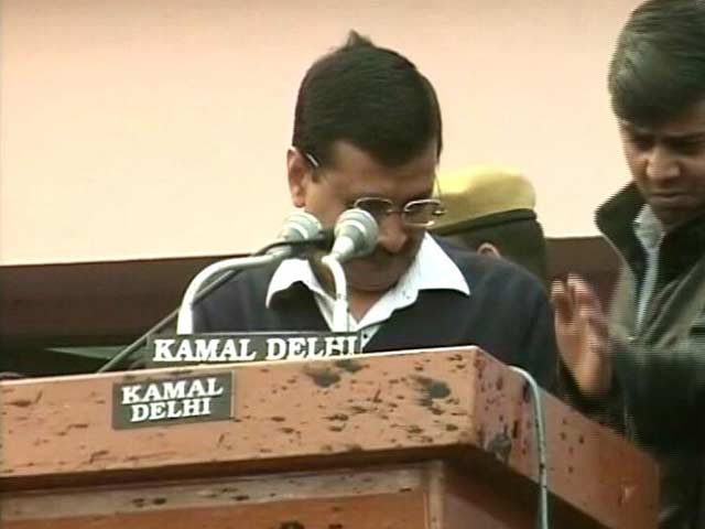 Video : Ink Attack On Chief Minister Arvind Kejriwal At Odd-Even 'Thanksgiving' Event