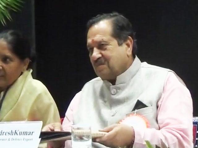 Videos : गुजरात : सवालों में घिरे संघ के नेता को दीक्षांत समारोह में बुलाने पर विवाद