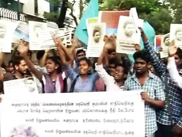 Video : इंडिया 7 बजे : दलित छात्र की ख़ुदकुशी पर गरमाई सियासत