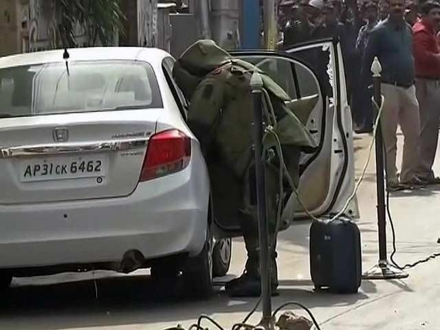 Video : कोलकाता में नेताजी मेट्रो स्टेशन के पास दो संदिग्ध बैग मिले