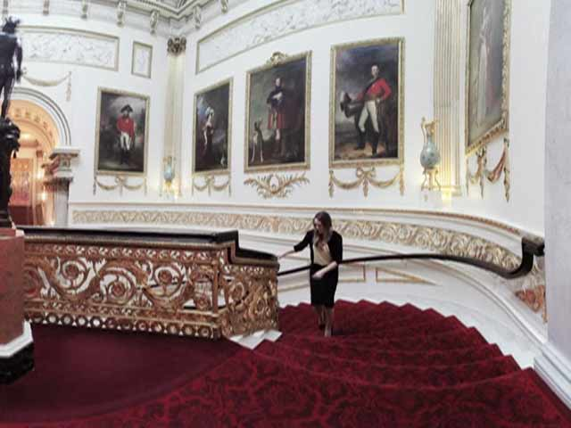 Video : Google Unveils Virtual Tour of Buckingham Palace