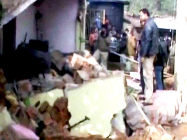 Videos : तृणमूल नेता के घर धमाका, दो की मौत