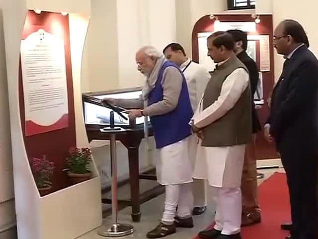 Videos : इंडिया 9 बजे : नेताजी से जुड़ी फाइलें की गईं सार्वजनिक