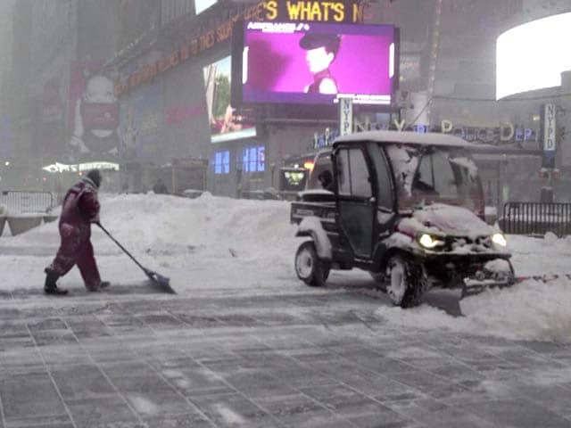 Video : Travel Ban In New York City, Suburbs As Storm Takes Aim