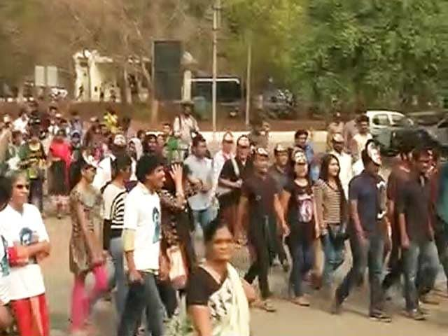 Video : Rohith Vemula Suicide: Protesters Converge On Hyderabad University