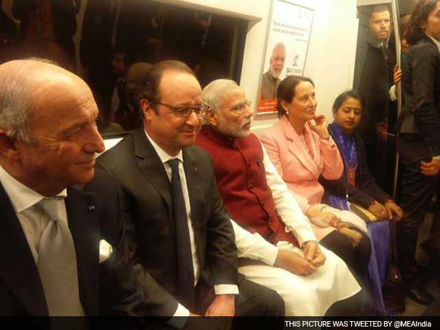 Video : PM Modi, President Hollande Ditch Cavalcades, Ride Metro To Gurgaon