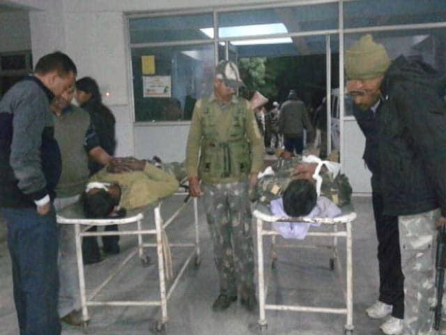 Videos : झारखंड के पलामू में नक्सलियों ने उड़ाई पुलिस की गाड़ी, सात जवान शहीद