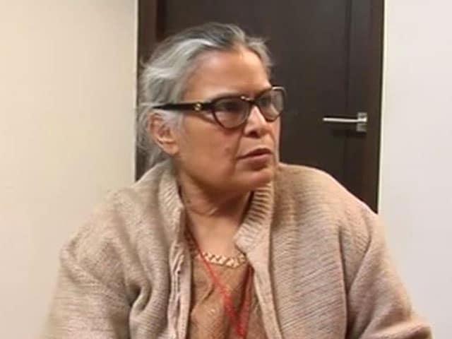 Videos : देहरादून हवाई अड्डा : घुटने के बल चलने को मजबूर बुज़ुर्ग महिला