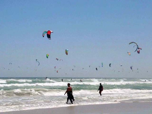 Video : Kitesurfers Set a World Record on a South African Beach