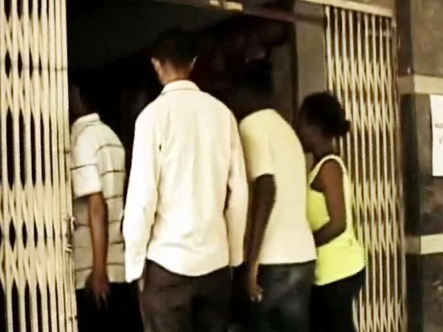 Videos : प्राइम टाइम इंट्रो : बेंगलुरु में सामने आया भीड़ में बसा नस्ली रंगभेद का मानसिक रोग