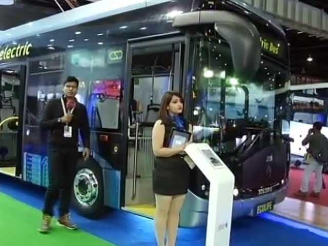 Videos : ऑटो एक्सपो में पेश की गई इलेक्ट्रिक बस, देखिए इसकी खासियतें
