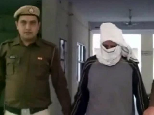 Videos : गुड़गांव : एक बच्ची से कथित दुष्कर्म के बाद प्रिंसिपल गिरफ्तार