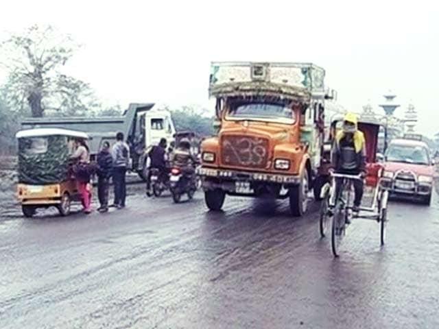 Video : आर्थिक नाकेबंदी खत्म होने से भारत-नेपाल सीमा पर तनाव घटा