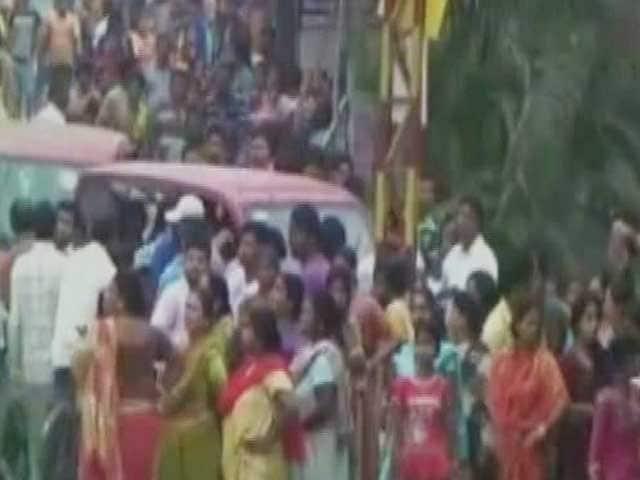 Video : 3 Children Run Over By Lorry Near Kolkata, Locals Block Highway