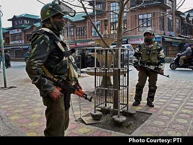 Video : Curfew In Parts Of Srinagar After 2 Killed In Police Firing In Pulwama