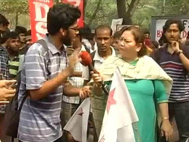 Video : Battle Of The Marches: JNU Supporters vs ABVP