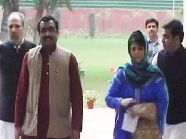 Videos : जम्मू-कश्मीर में सरकार बनाने की दिशा में आगे बढ़ रहे बीजेपी और पीडीपी