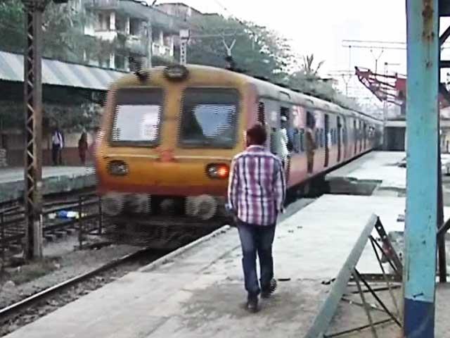 Videos : मुंबई : हार्बर रूट पर 72 घंटों का मेगाब्लॉक शुरू