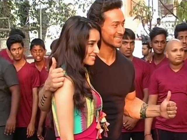 Videos : 'बाघी' में जबरदस्त एक्शन करते दिखेंगे अभिनेता टाइगर श्रॉफ