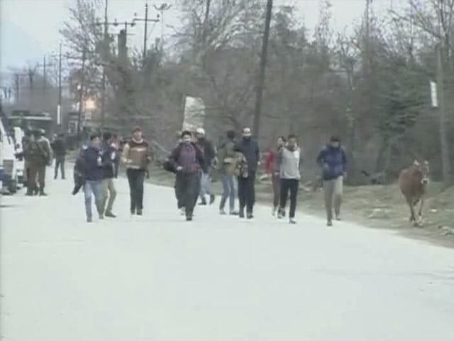 Video : 4 Dead, 9 Injured As Terrorists Strike Near Srinagar