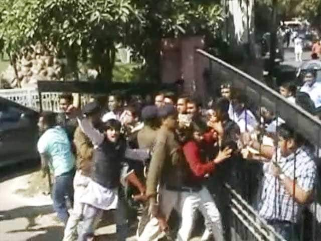 Video : ABVP Members Storm Gwalior Event Hosting JNU Professor