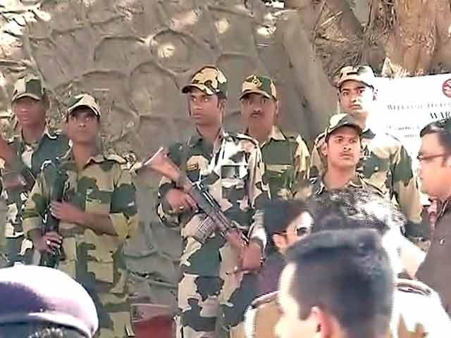 Video : इंडिया 7 बजे : जेएनयू के बाहर बीएसएफ जवानों की तैनाती, फिर हटाया गया