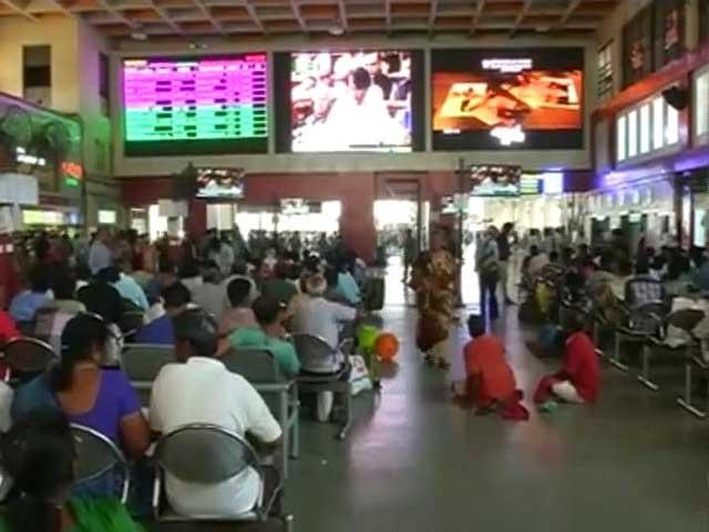 Video : 'Mumbaikars' React to Rail Budget Announcements
