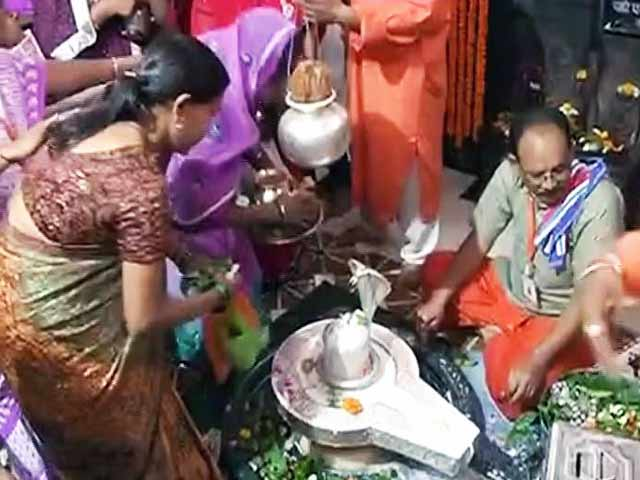 Video : महाशिवरात्रि पर्व पर देश भर के मंदिरों में शिव पूजा