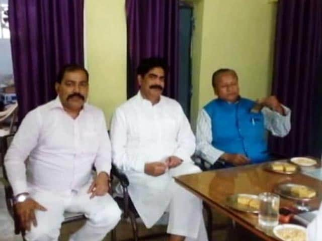 Video : Bihar Minister Meets Convicted Politician In Jail. So What, Says Lalu