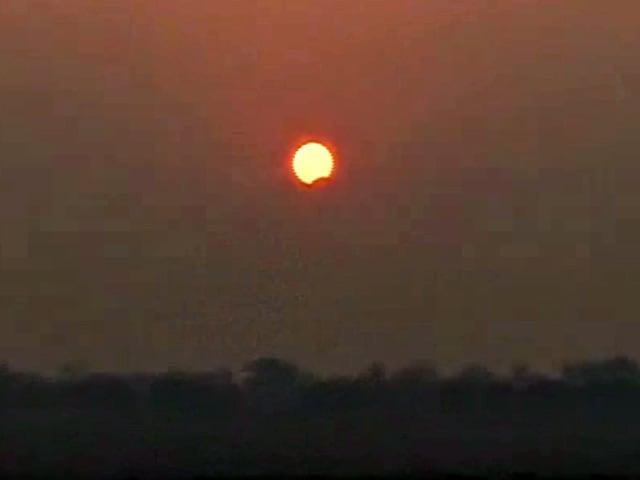 Videos : भारत समेत कई देशों में सूर्यग्रहण का नजारा, इंडोनेशिया में पूर्ण सूर्यग्रहण