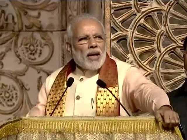 Video : अपनी महान विरासत पर गर्व करें : श्री श्री के कार्यक्रम में पीएम मोदी