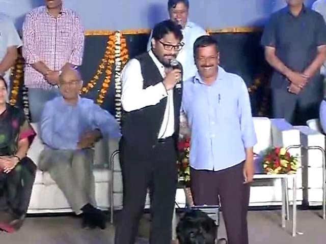 Video : When BJP's Babul Supriyo Sang Hum Tum For Arvind Kejriwal