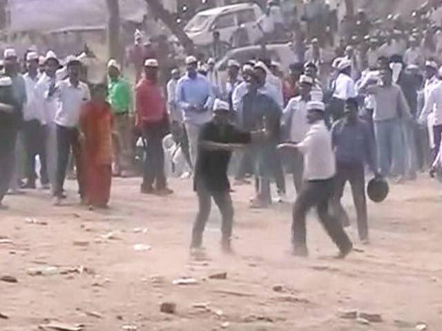 Videos : लखनऊ में यूपी पुलिस ने NRHM के संविदा कर्मचारियों पर लाठी चार्ज किया